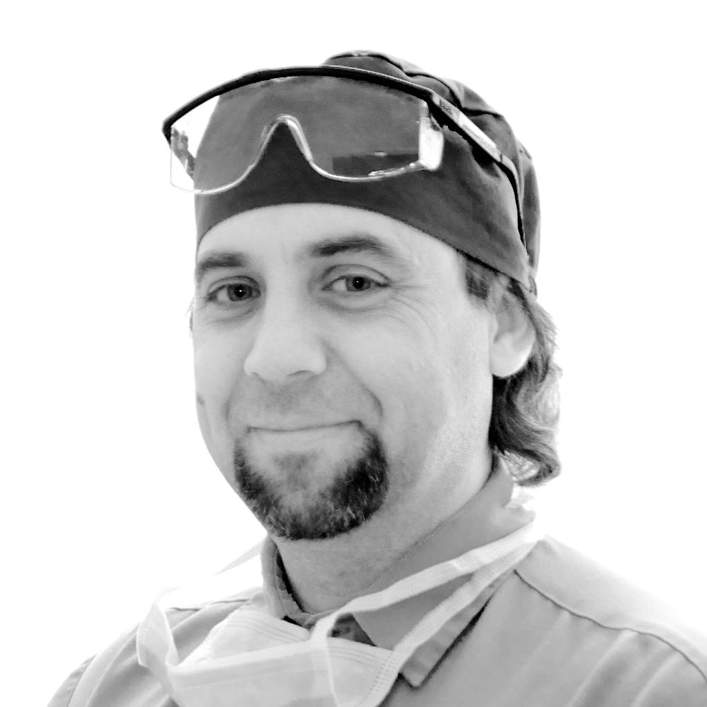 Dr. Matyasi Gábor szájsebész implantológus
